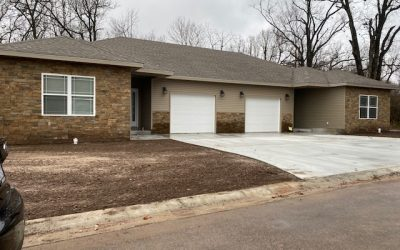 617 APPLEWOOD – NEW CONSTRUCTION! VERY NICE 2 BEDROOM 2 BATH DUPLEX IN NEOSHO